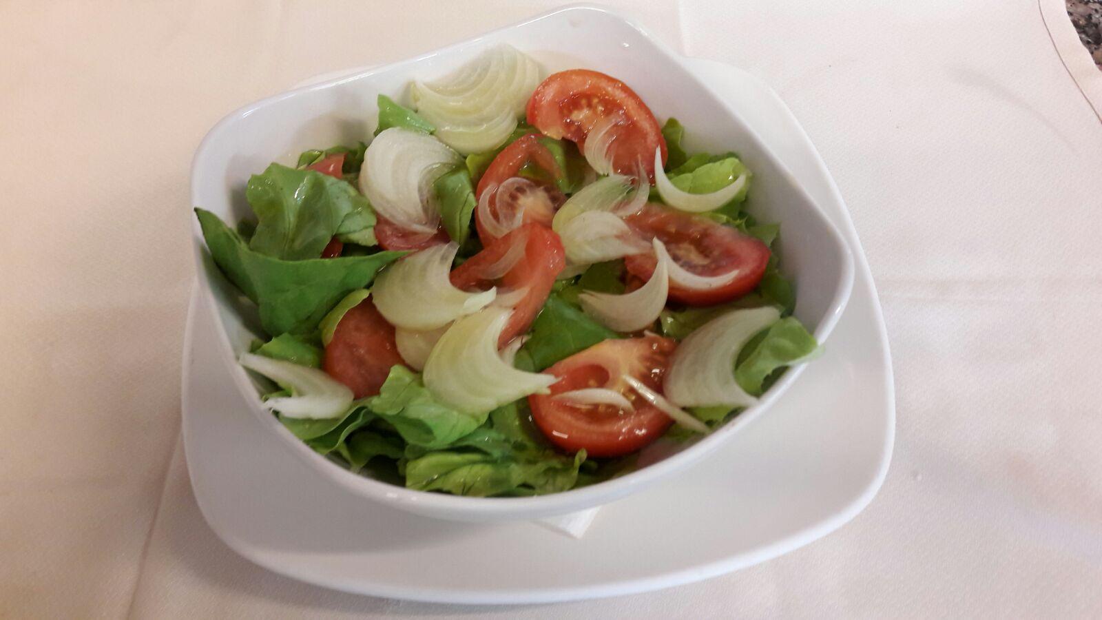 Ensalada con tomate de la huerta